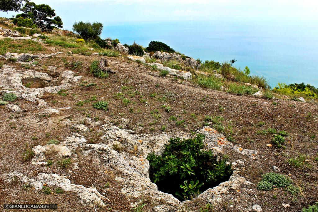 Apulia półwysep Gargano Monte Saraceno nekropolia trasa trekkingowa