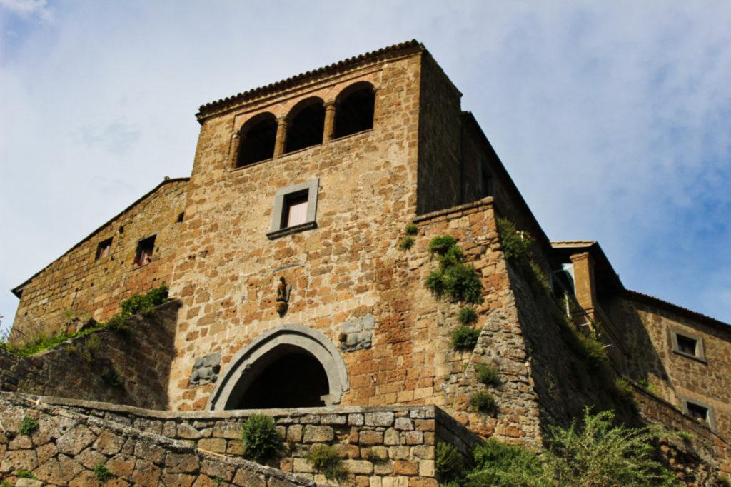 porta santa maria civita di bagnoregio co zobaczyć