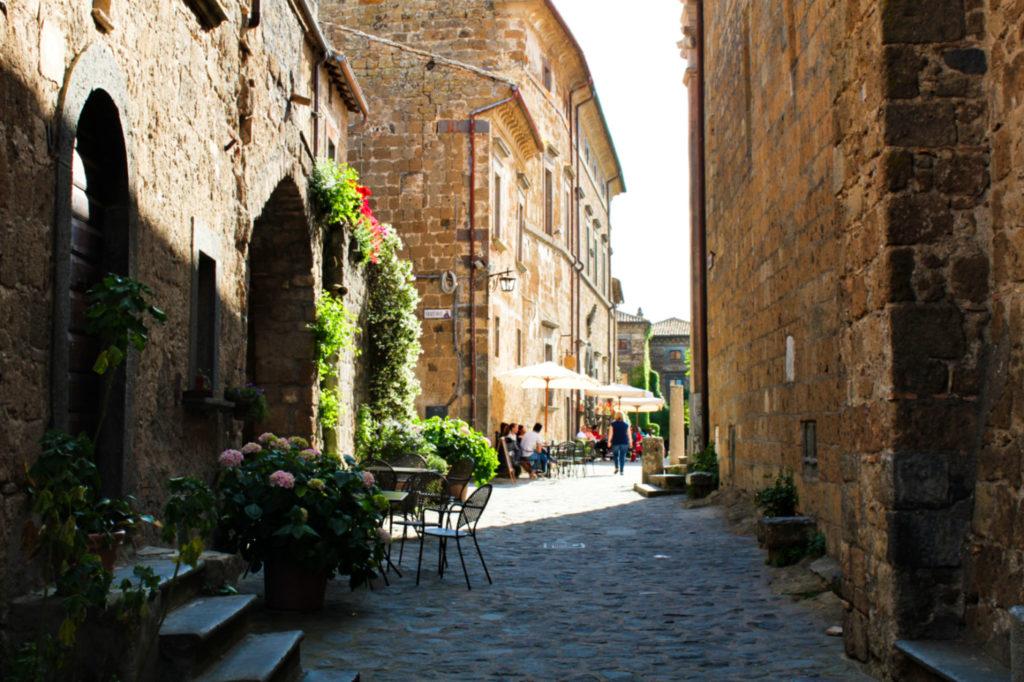 civita di bagnoregio miasteczko we włoszech