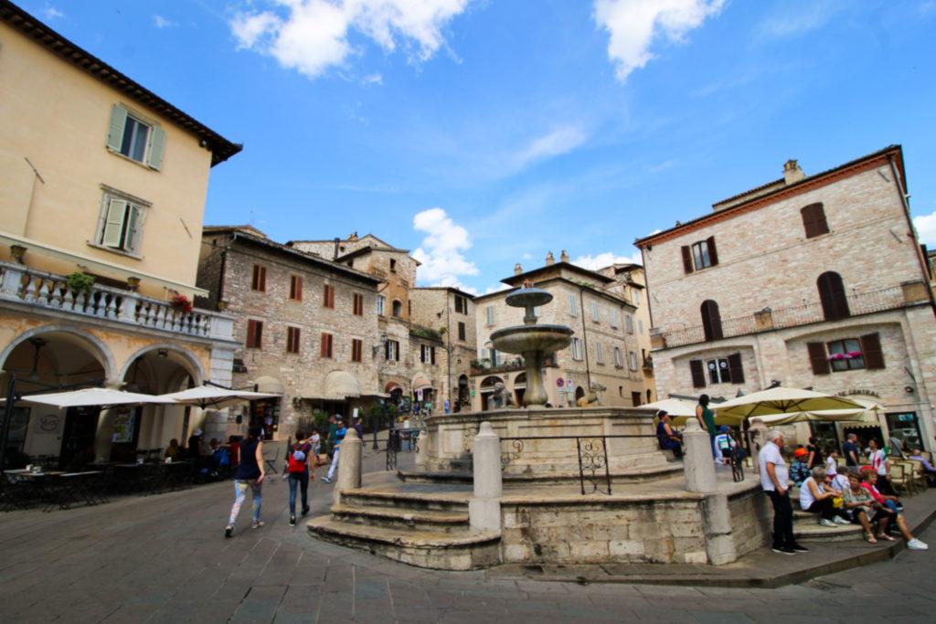 Piazza del Comune, Asyż, Włochy, Umbria - co zobaczyć w Asyżu?